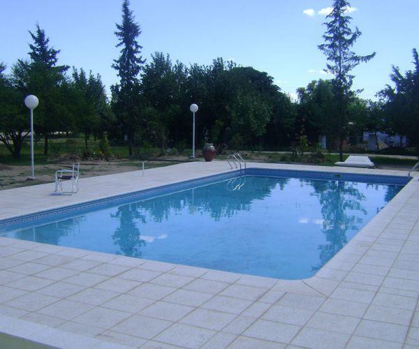 Bordes at rmicos y solariums para piscinas santiano for Materiales para construccion de piscinas